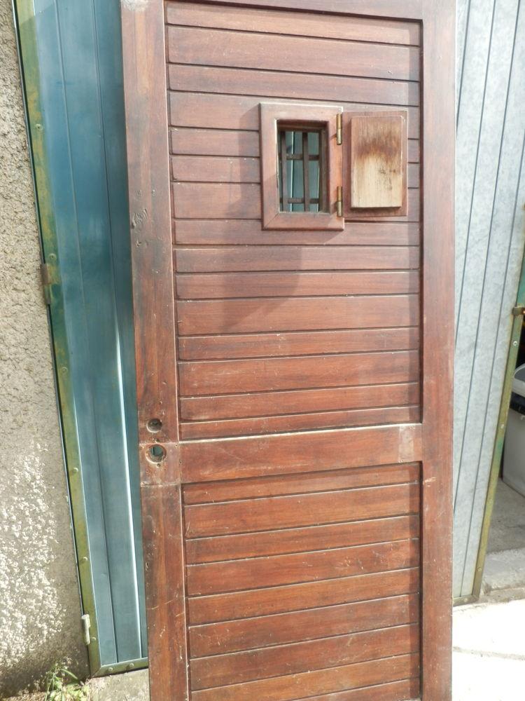 ancienne porte bois avec juda 100 Mercurol (26)
