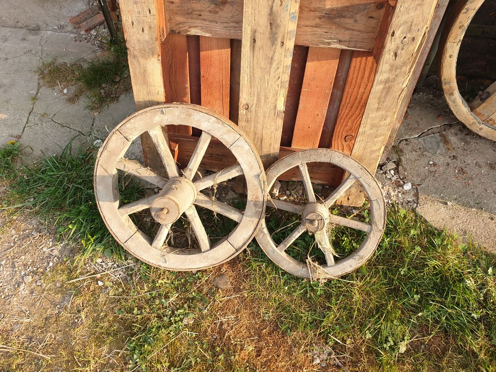 Ancienne poulie en bois bien stockée et bien conservé. 1 Sermaize-les-Bains (51)