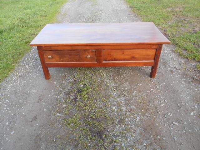 ancienne table basse  100 Saint-Saturnin-du-Bois (17)