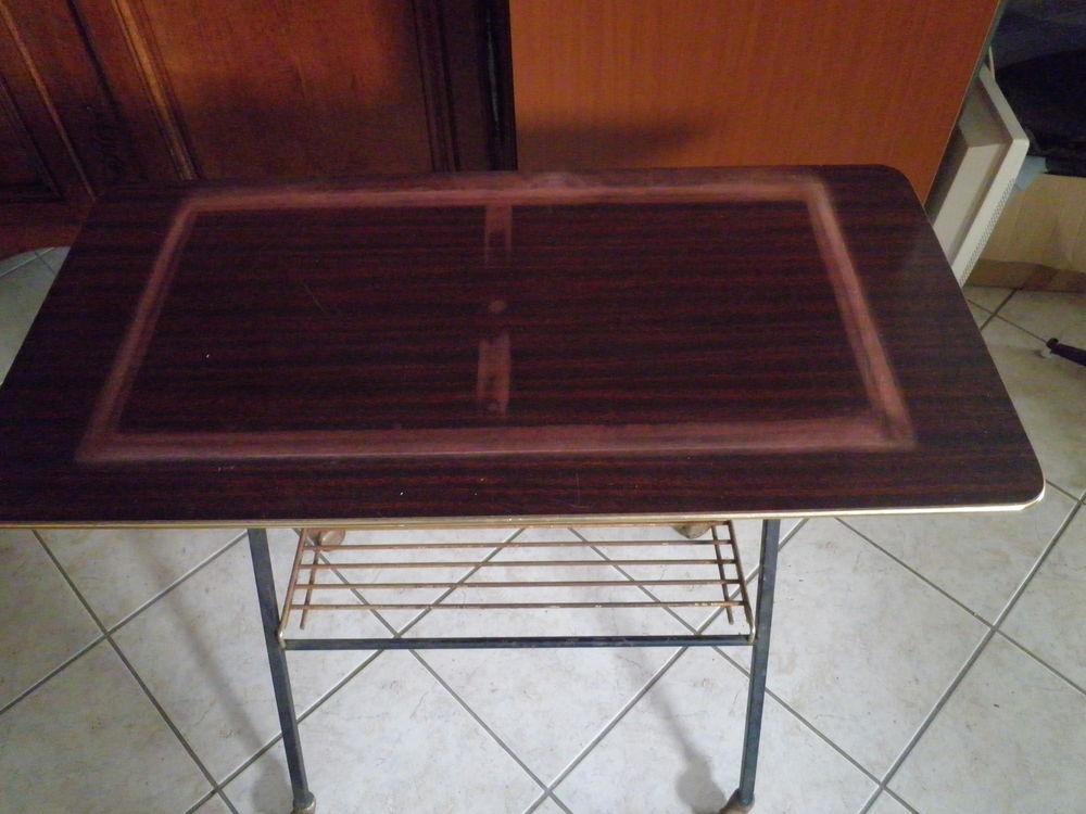 ancienne table de télévision  5 Guer (56)
