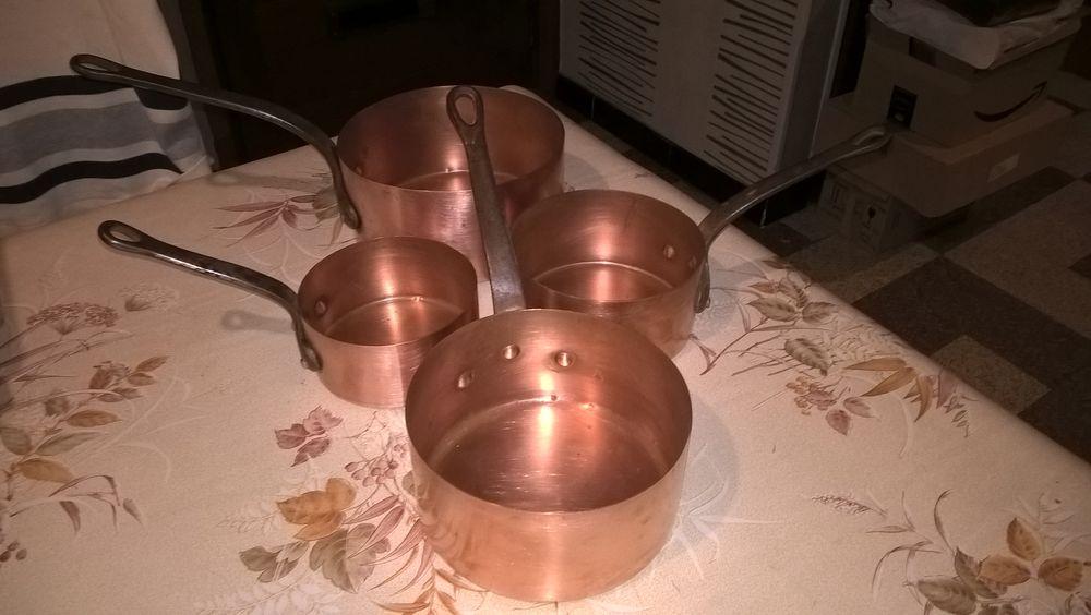 Anciennes casseroles cuivre jaune 1950. 28 Flers-en-Escrebieux (59)