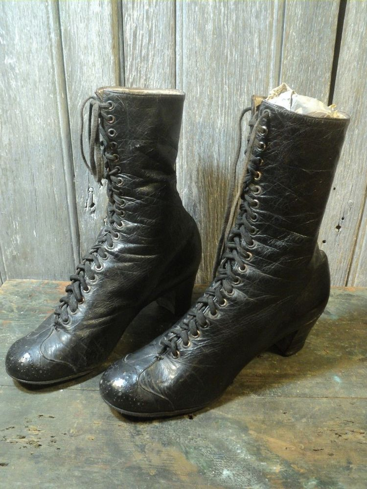 Anciennes Chaussures Bottines Femme Mode 1900.  70 Loches (37)