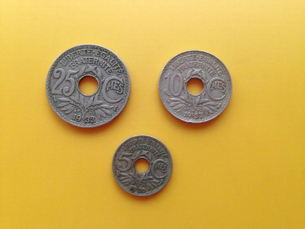 1 lot de 12 anciennes pièces percées de Lindauer..  18 Saint-Vallier (71)