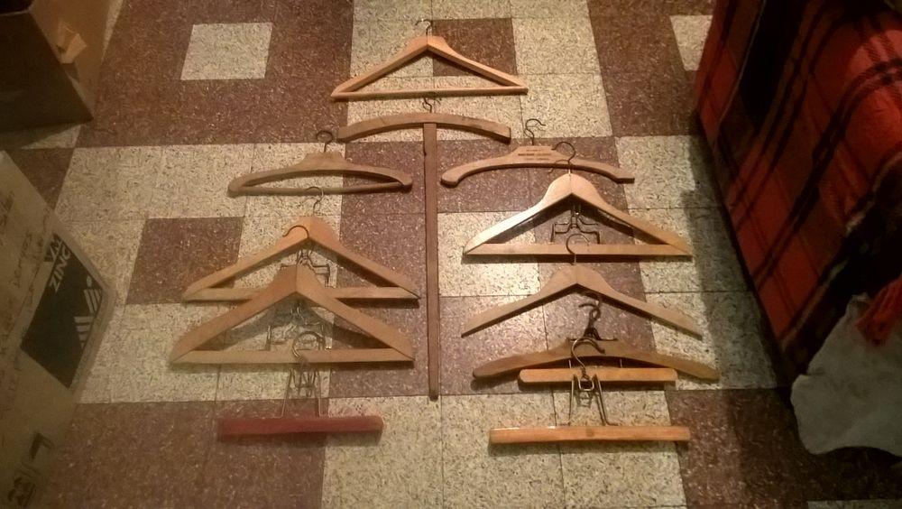 Anciens cintres/porte-vêtements bois. 16 Flers-en-Escrebieux (59)