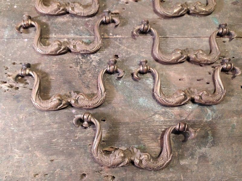 Anciens Ornements Bronze Poignées Tiroirs Dauphins  80 Loches (37)