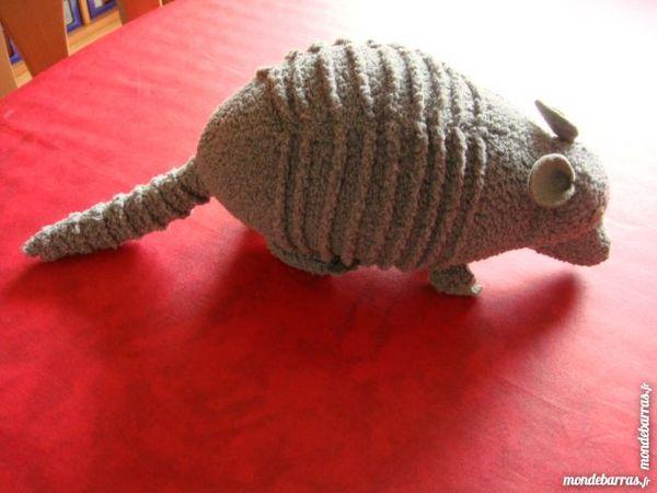 Animal Tissu gris.   Ancien  .  39 Longlaville (54)