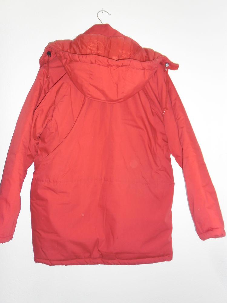 ANORAK couleur rouge  40 Prades (66)