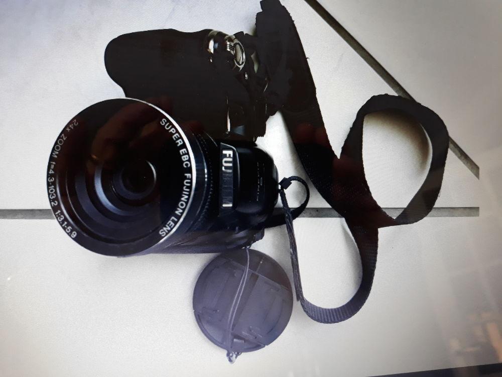 Bel appareil photo fujifilm. 120 Serquigny (27)