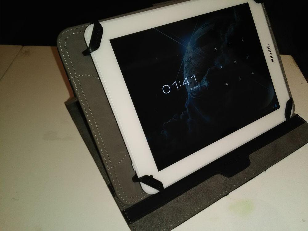 tablettes archos occasion annonces achat et vente de tablettes archos paruvendu mondebarras. Black Bedroom Furniture Sets. Home Design Ideas