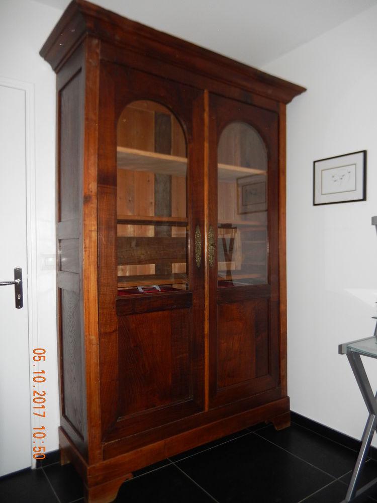 Armoire ancienne bois fruitiers 400 Hyères (83)
