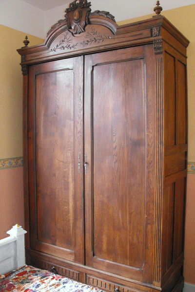 armoires anciennes occasion en seine maritime 76. Black Bedroom Furniture Sets. Home Design Ideas