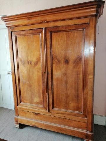 armoire ancienne en merisier Meubles