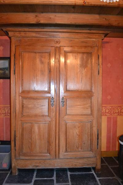 armoire ancienne fabulous comment peindre une armoire. Black Bedroom Furniture Sets. Home Design Ideas