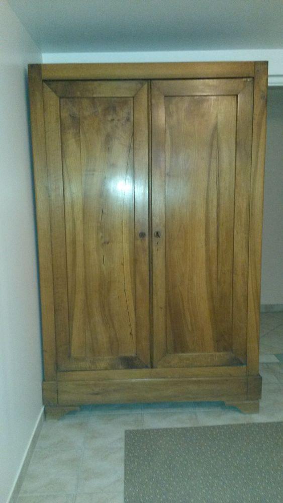 armoire ancienne  250 Les Essarts-le-Roi (78)