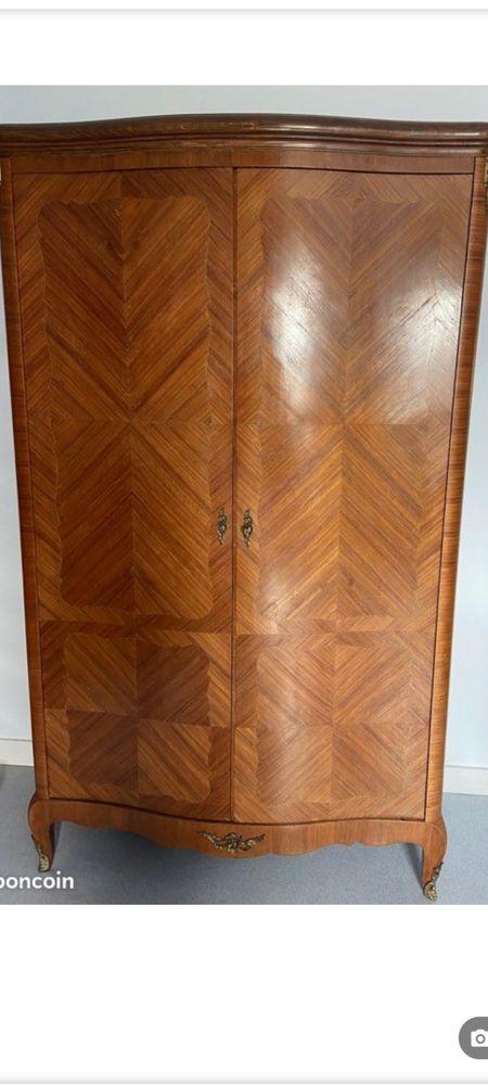 Armoire en bois de rose.  450 Châtillon (92)