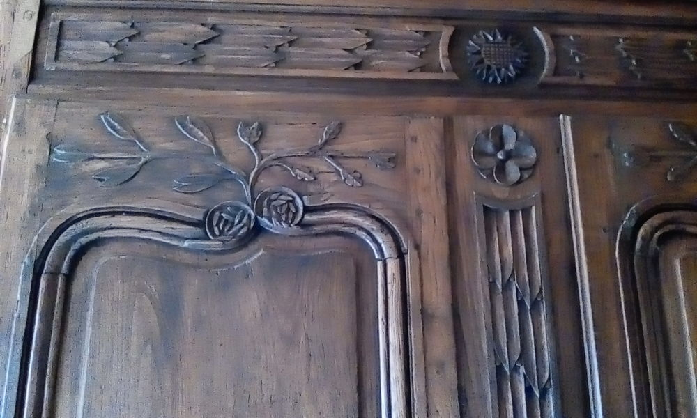 Armoire bois sculptée 600 Scionzier (74)