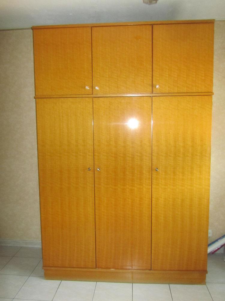 Armoire en bois verni 70 La Trinité (06)