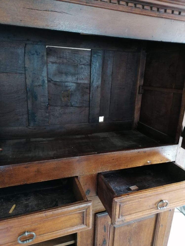 Armoire en chêne massif 4 portes 2 tiroirs