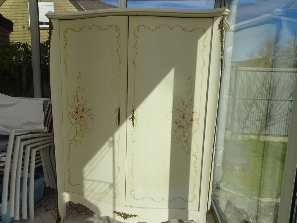 armoire 2 portes finition blanc ecru craquelée fleur peint m 70 Téteghem (59)