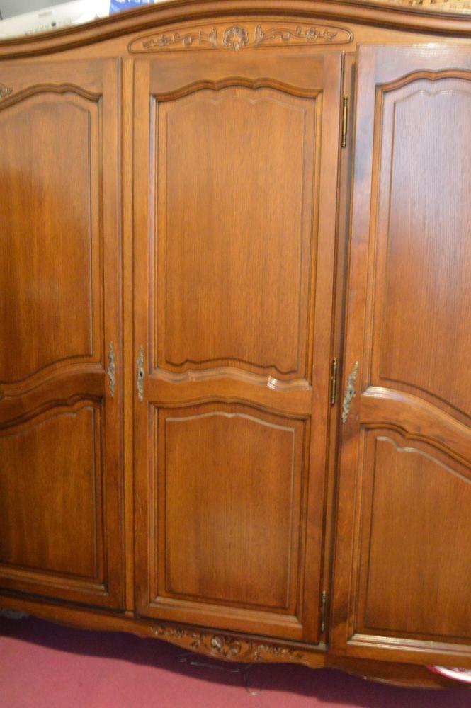Armoire trois portes en bois 80 Lyon 4 (69)