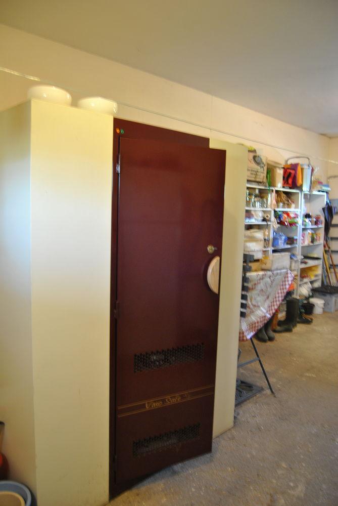 achetez armoire a vins occasion annonce vente saint. Black Bedroom Furniture Sets. Home Design Ideas