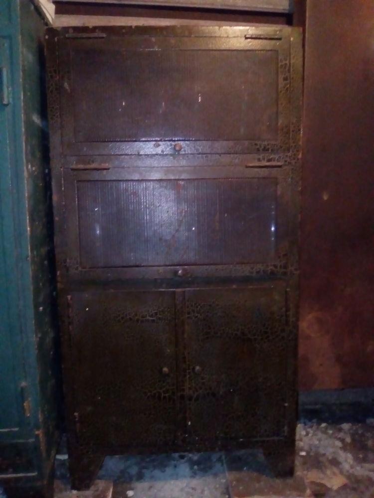 armoires occasion dans l 39 indre et loire 37 annonces. Black Bedroom Furniture Sets. Home Design Ideas