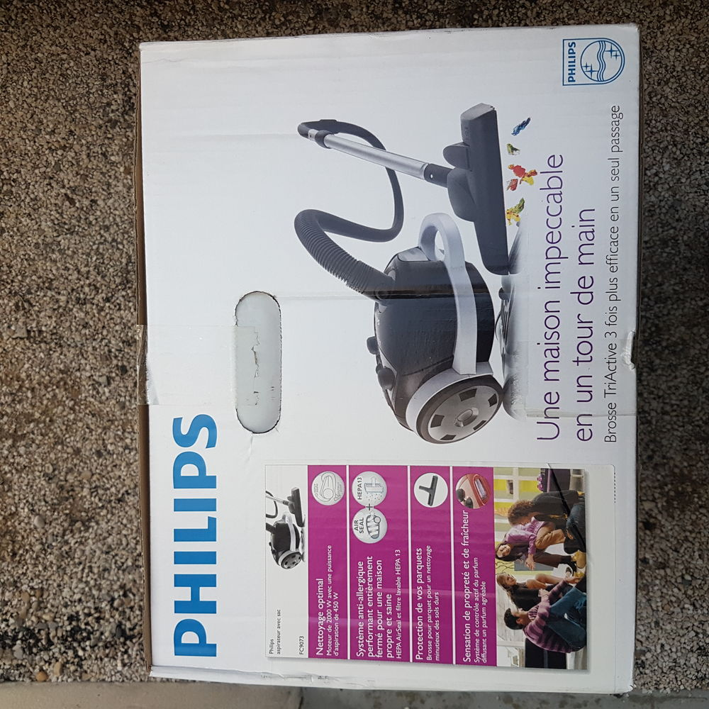Aspirateur Phillips 2000 w neuf. 80 Arles (13)