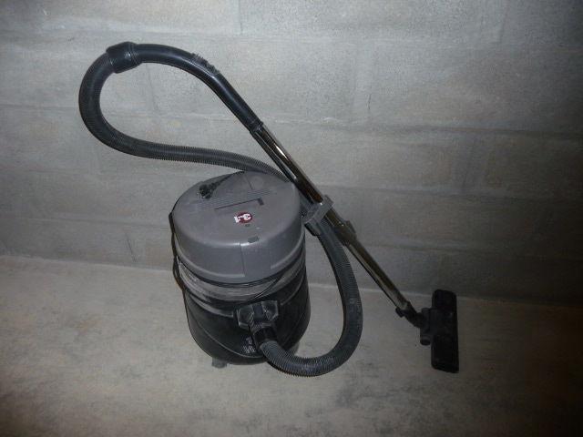 achetez aspirateur 3 en occasion annonce vente le mans 72 wb155300754. Black Bedroom Furniture Sets. Home Design Ideas