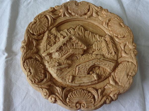 Assiette artisanale en bois sculpté    0 Pacé (35)