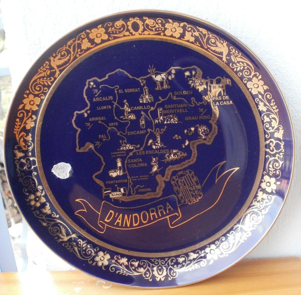 Assiette décorative en porcelaine, (Andorre) bleu et or 10 Montauban (82)