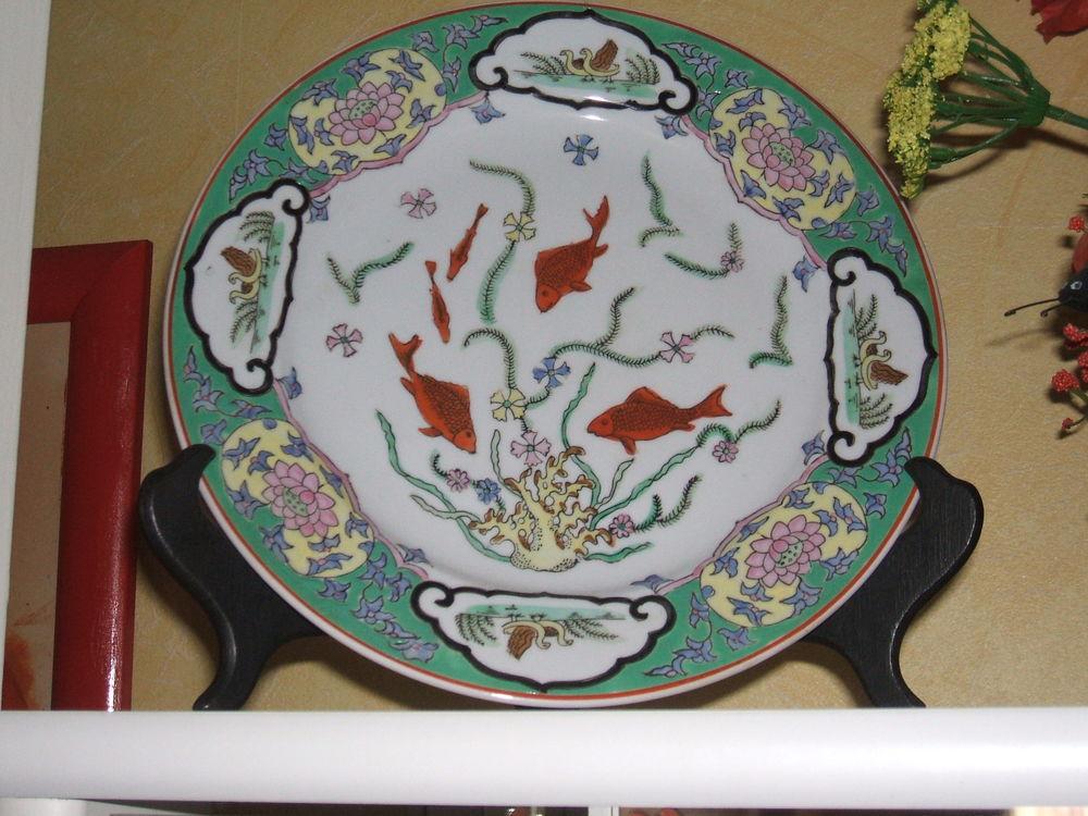 assiette décors en relief , porcelaine 15 Strasbourg (67)