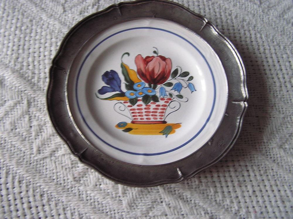 ASSIETTE en étain (La Fontaine Paris) et porcelaine 10 Brouckerque (59)