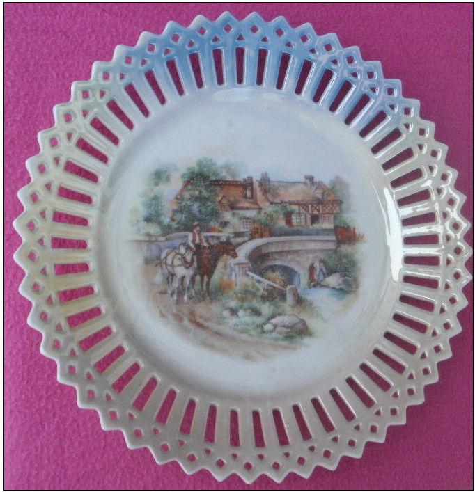 Assiette en porcelaine ajourée et dentelée chevaux, pont 12 Montauban (82)