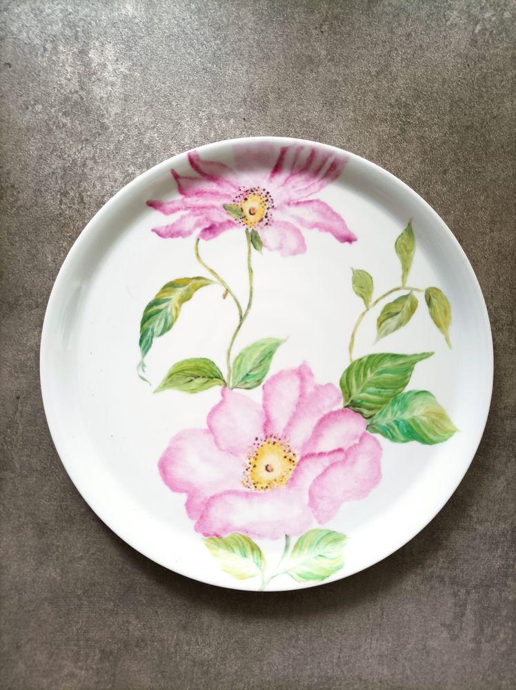 Assiette en porcelaine signée 20 Saint-Maur-des-Fossés (94)