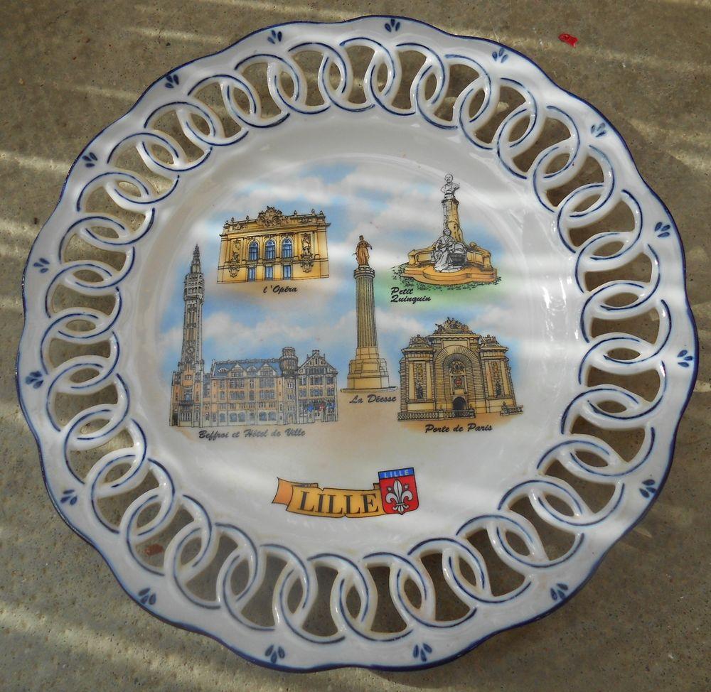 Assiette souvenir de Lille faïence décorée 12 Tarare (69)