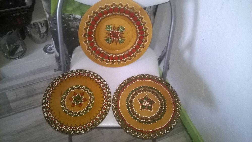 3 Assiettes en bois decorees Avec Accroches 15 Talange (57)