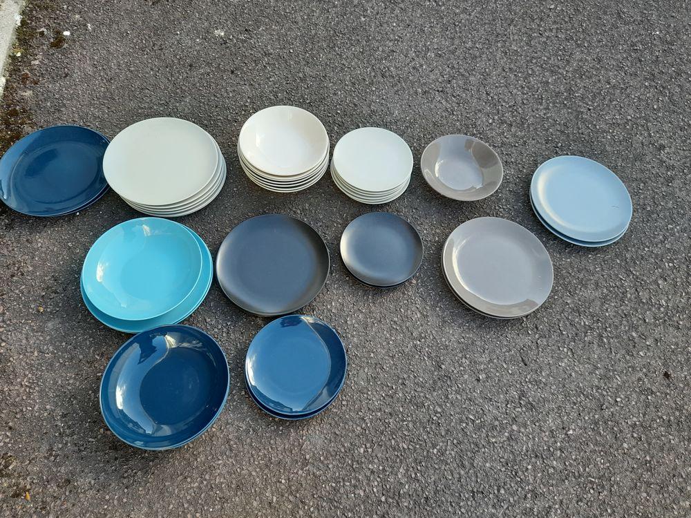 Lot assiettes  de couleurs ikea  29 Houlgate (14)