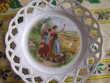 2 ASSIETTES décoratives à bord dentelle Décoration