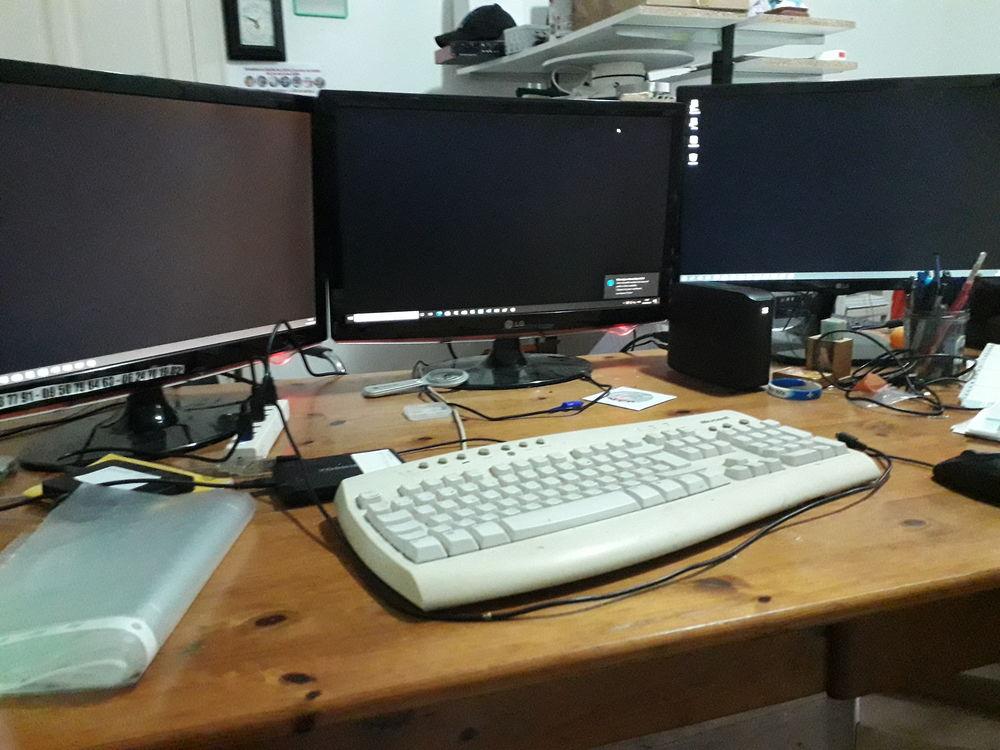 Association ordinateurs, écrans, imprimantes, projecteu 99 Rennes (35)