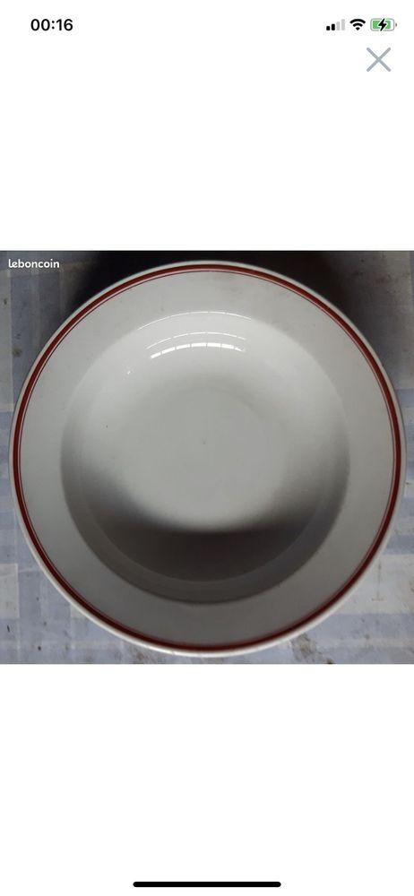 Athentique assiette creuse sous-officier liserée rouge 40 Hochfelden (67)