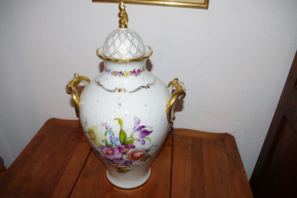 pot avec son couvercle motif floral 100 € 80 Jonquières (84)