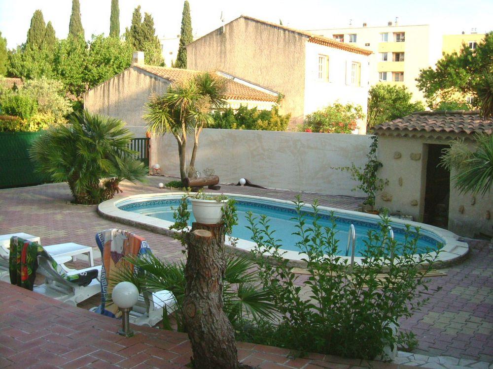 Salons de jardin occasion dans les bouches du rh ne 13 for Bache piscine occasion