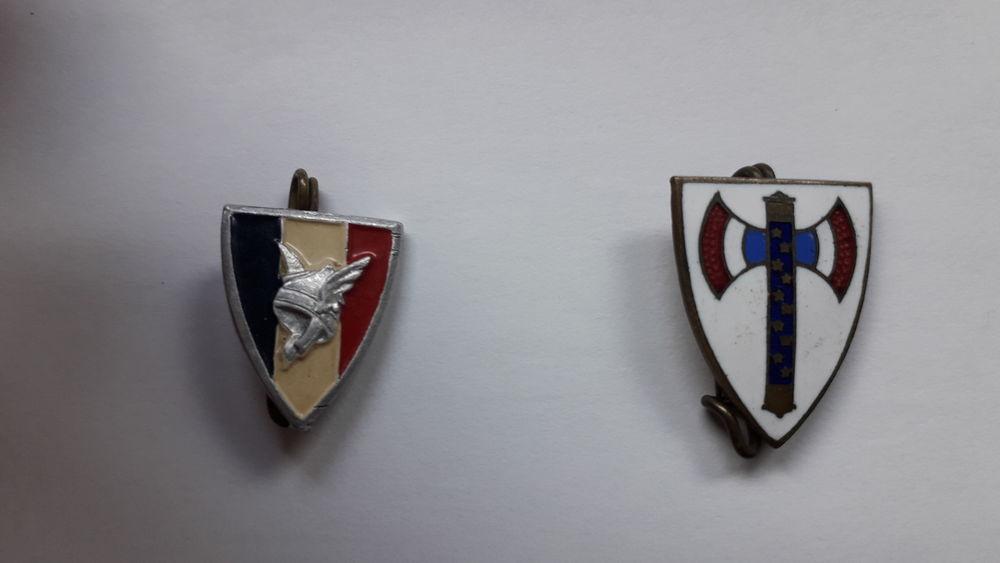 Lot de 2 badges ETAT Français 19 Salon-de-Provence (13)