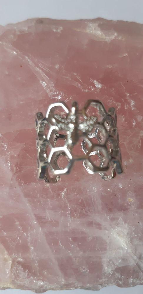 bague anneau de nid d'abeille avec l'abeille minuscule Bijoux et montres