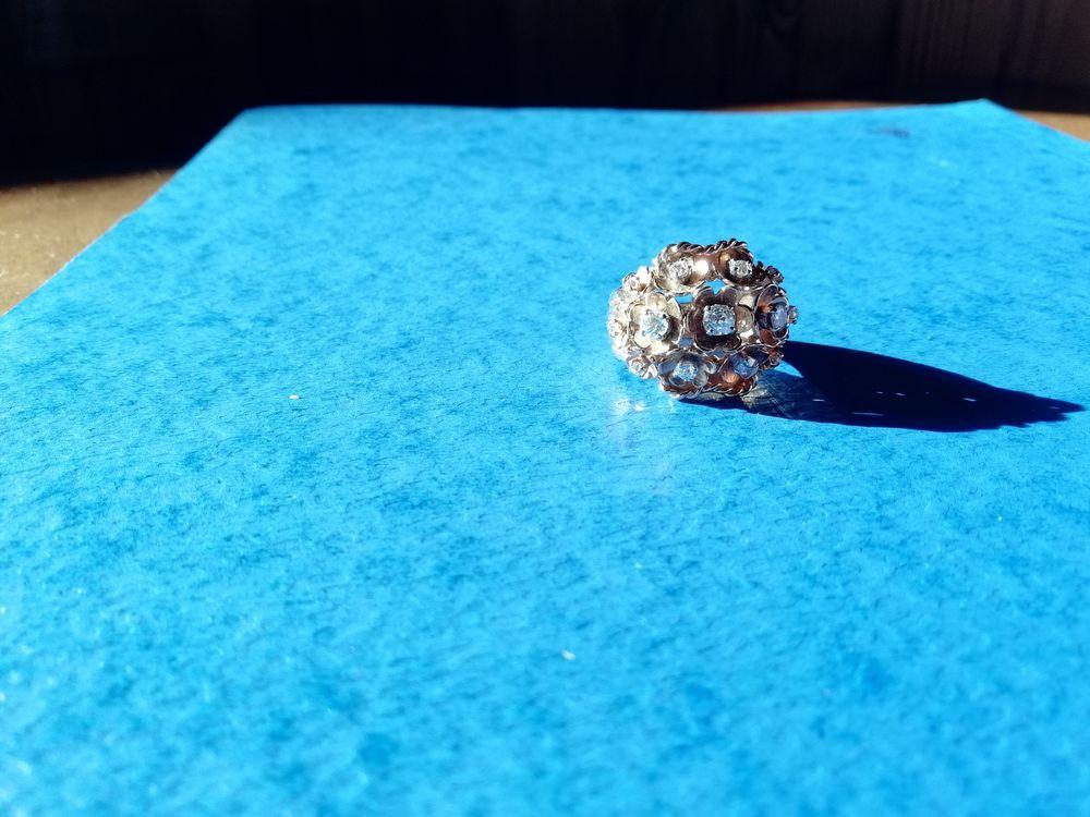 Bague FLEUR en or / 13 diamants 3000 Corbreuse (91)
