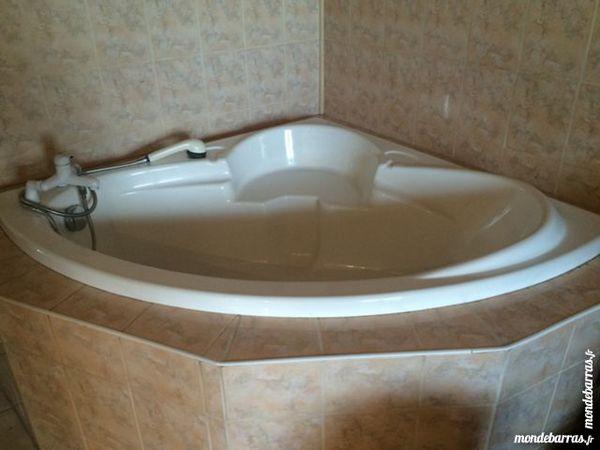 achetez baignoire d 39 angle occasion annonce vente saint. Black Bedroom Furniture Sets. Home Design Ideas