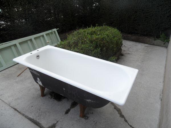 baignoire en fonte doccasion baignoire dangle x blanche with baignoire en fonte doccasion. Black Bedroom Furniture Sets. Home Design Ideas