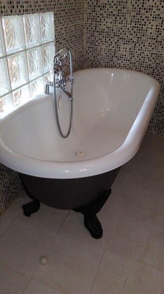 baignoires occasion dans le centre annonces achat et. Black Bedroom Furniture Sets. Home Design Ideas
