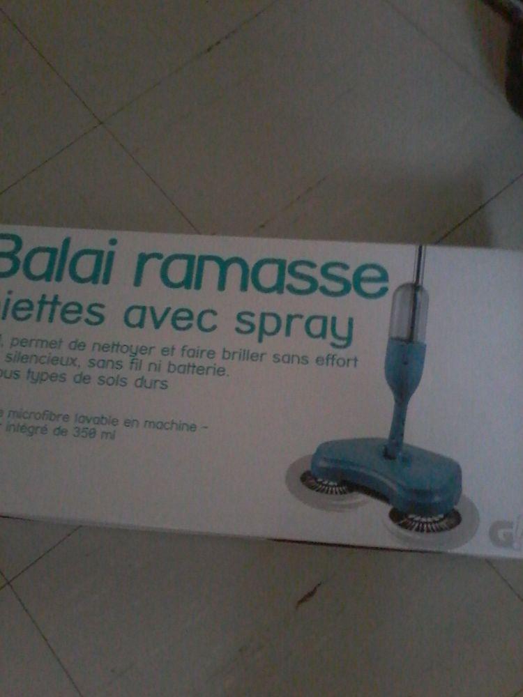 Balai  ramasse poussière avec spray neuf emballages  30 Tourcoing (59)