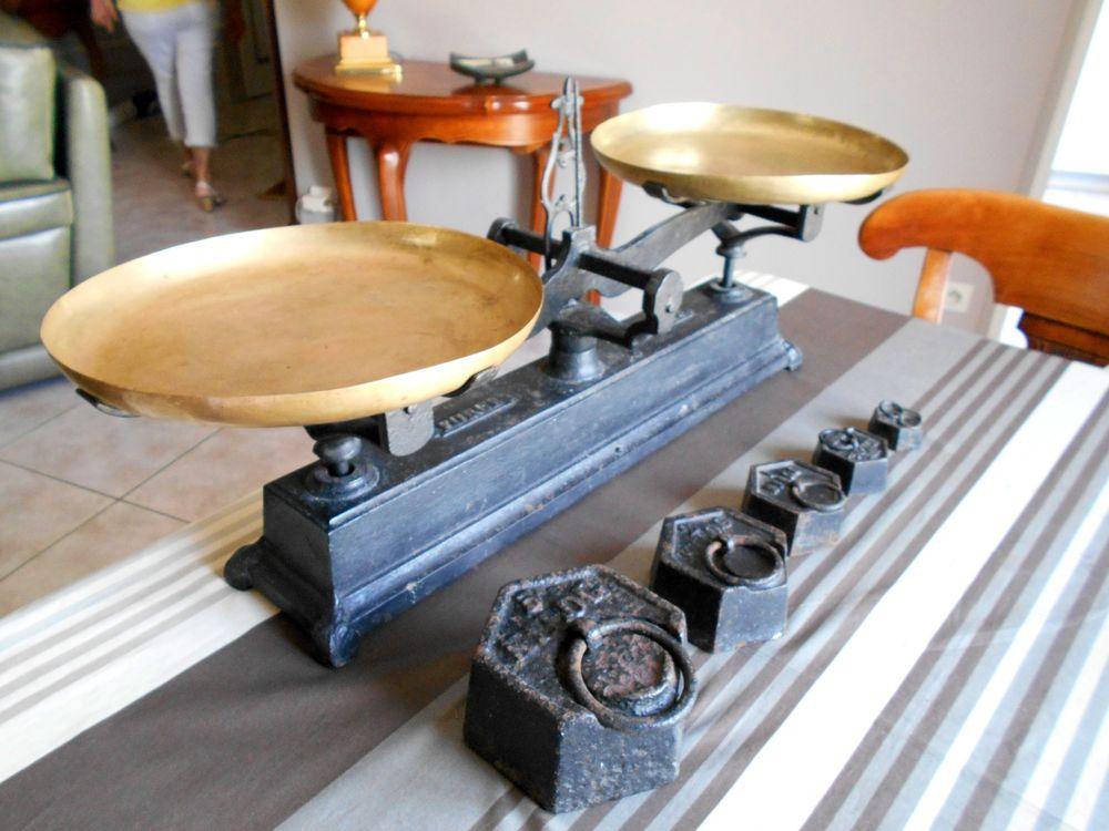 Balance plateau en cuivre et poids 5, 2, 1kg 500 200g 100 Monflanquin (47)